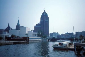 Photograph looking south on the Milwaukee River from the Juneau Avenue Bridge in 1989.