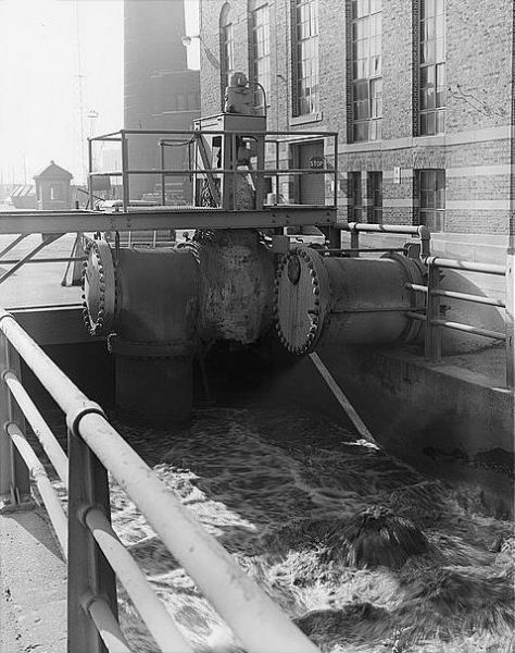 Milorganite was produced through the activated sludge process developed at the Jones Island Treatment Plant. This 1981 photograph shows the pump and mixing channel.