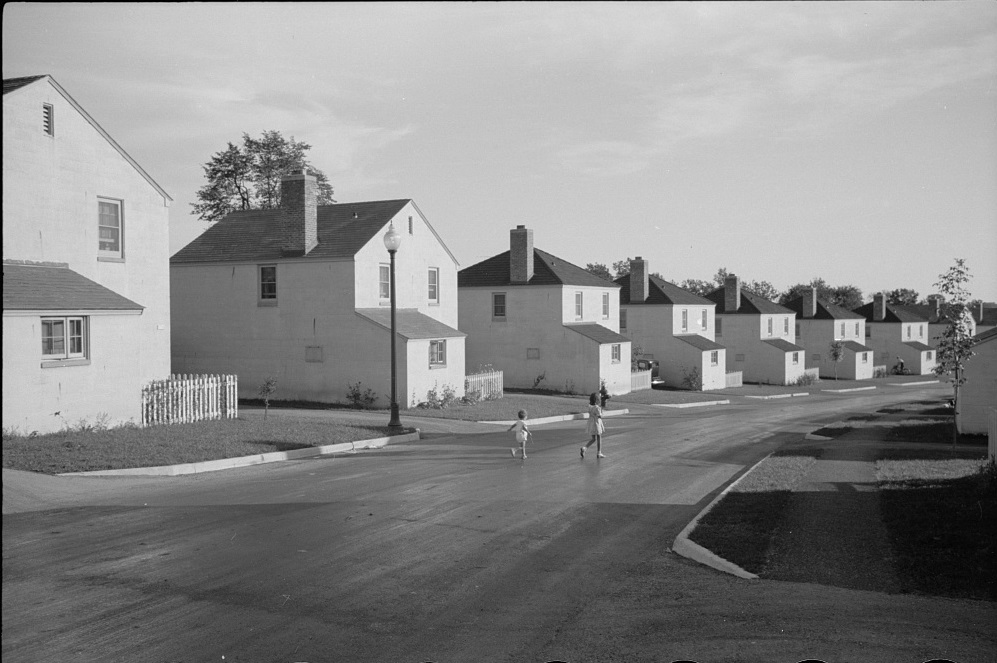 Children play on the street in this 1939 photograph of Greendale houses.