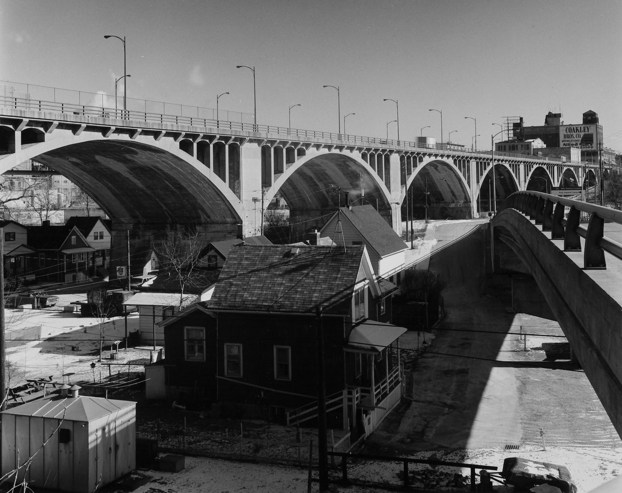 The old Wisconsin Avenue viaduct in 1988, showing the structures that originally surrounded it.