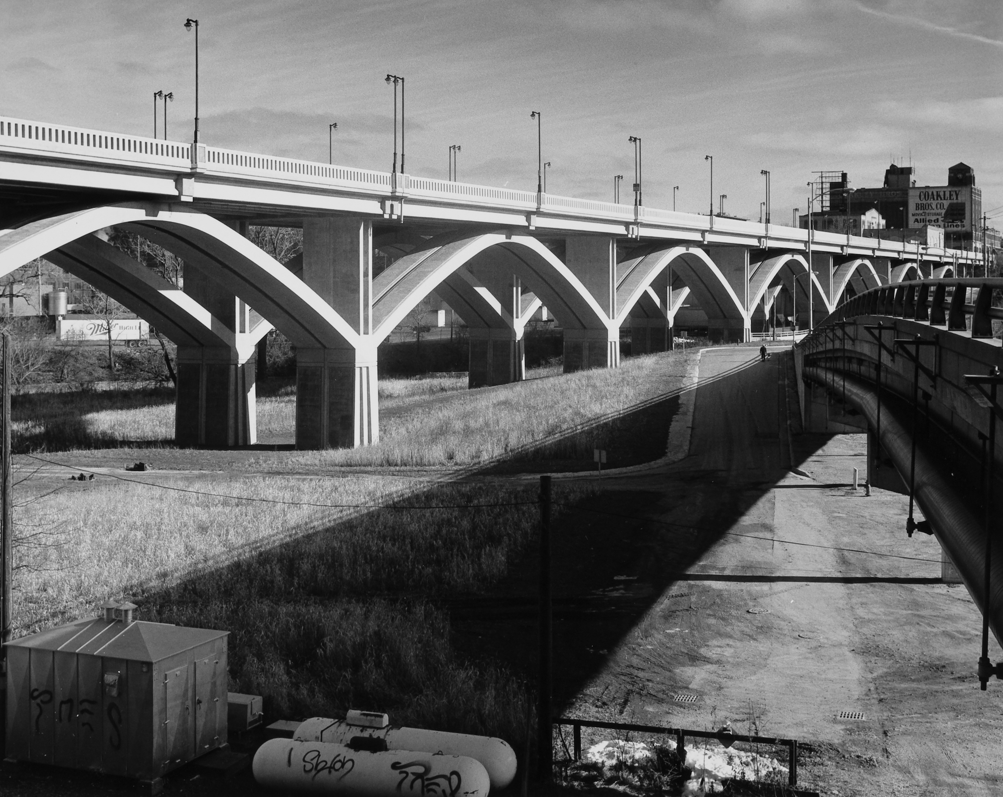 The new Wisconsin Avenue viaduct in 1994, with grass growing underneath it.