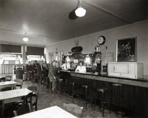 Photograph taken in 1940 of the interior of a tavern located on South 17th Street.