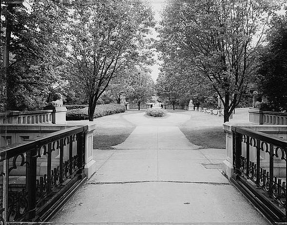<table class=&quot;lightbox&quot;><tr><td colspan=2 class=&quot;lightbox-title&quot;>Lake Park</td></tr><tr><td colspan=2 class=&quot;lightbox-caption&quot;>A view of the Lake Park lion bridge looking south. This park was designed by the famed landscape architect Frederick Law Olmstead.</td></tr><tr><td colspan=2 class=&quot;lightbox-spacer&quot;></td></tr><tr class=&quot;lightbox-detail&quot;><td class=&quot;cell-title&quot;>Source: </td><td class=&quot;cell-value&quot;>From the Library of Congress Historic American Engineering Record Collection.<br /><a href=&quot;https://www.loc.gov/resource/hhh.wi0185.photos/?sp=1&quot; target=&quot;_blank&quot;>Library of Congress</a></td></tr><tr class=&quot;filler-row&quot;><td colspan=2>&nbsp;</td></tr></table>