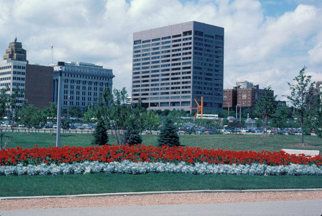 1985 photograph of the 1979 Northwestern Mutual Insurance Building as seen from O'Donnell Park. This building was demolished to make room for Northwestern's newest building.