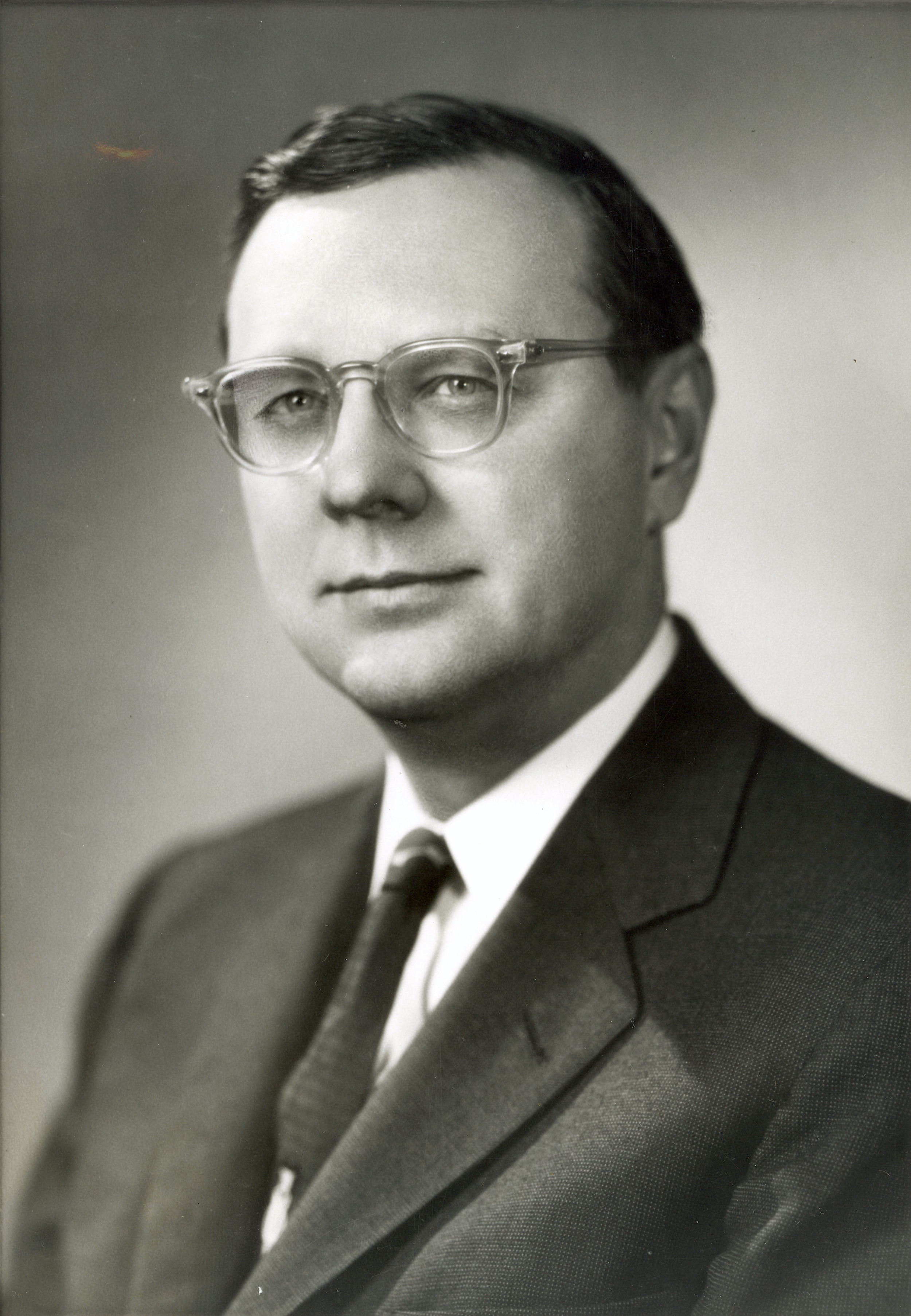 <table class=&quot;lightbox&quot;><tr><td colspan=2 class=&quot;lightbox-title&quot;>Frank Zeidler</td></tr><tr><td colspan=2 class=&quot;lightbox-caption&quot;>Portrait of Milwaukee's 35th mayor Frank Zeidler. He served three terms from 1948-1960.</td></tr><tr><td colspan=2 class=&quot;lightbox-spacer&quot;></td></tr><tr class=&quot;lightbox-detail&quot;><td class=&quot;cell-title&quot;>Source: </td><td class=&quot;cell-value&quot;>From the Milwaukee Mayors Collection of the Milwaukee Public Library. Reprinted with permission.<br /><a href=&quot;http://content.mpl.org/cdm/singleitem/collection/MilwMayors/id/35/rec/11&quot; target=&quot;_blank&quot;>Milwaukee Public Library</a></td></tr><tr class=&quot;filler-row&quot;><td colspan=2>&nbsp;</td></tr></table>