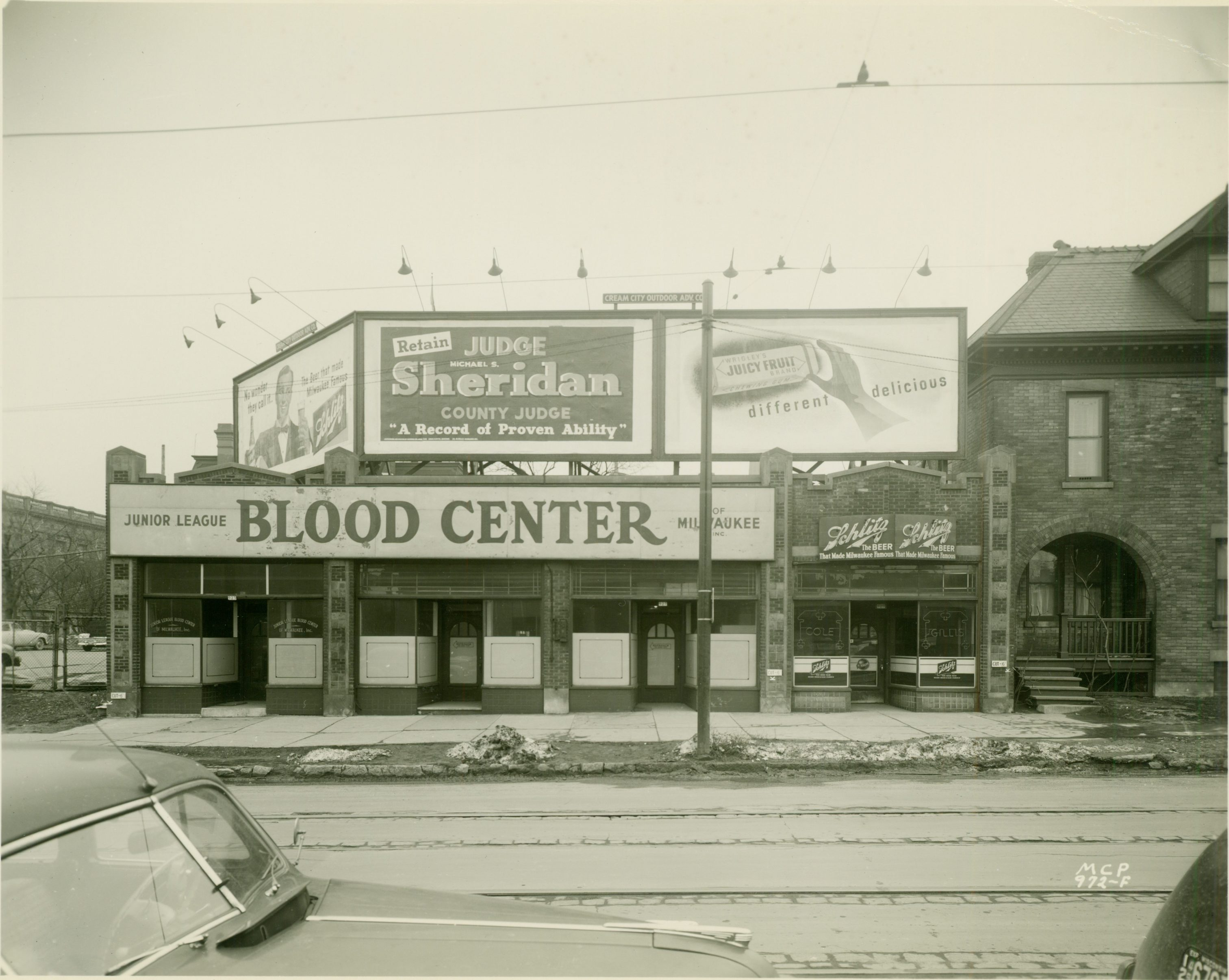 A 1949 photograph of the Junior League's Blood Center storefront on Wells Street just a few years after its founding.