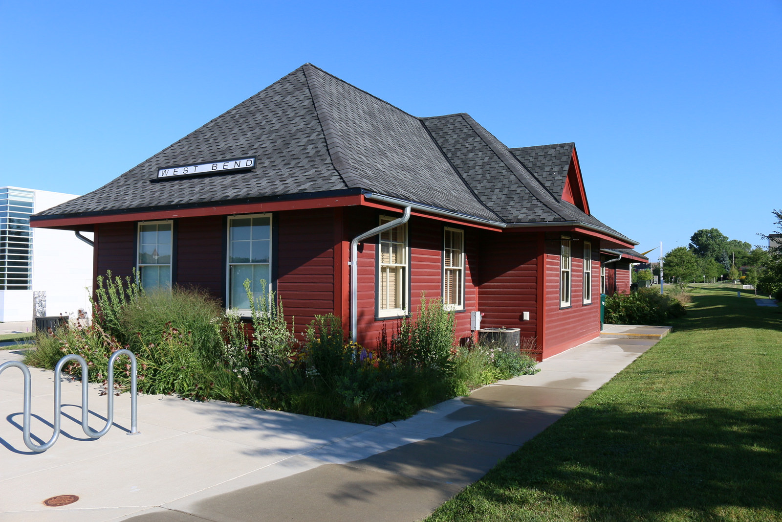 <table class=&quot;lightbox&quot;><tr><td colspan=2 class=&quot;lightbox-title&quot;>West Bend Train Depot</td></tr><tr><td colspan=2 class=&quot;lightbox-caption&quot;>A 2016 photograph of the restored West Bend railroad depot, originally built in 1900.</td></tr><tr><td colspan=2 class=&quot;lightbox-spacer&quot;></td></tr><tr class=&quot;lightbox-detail&quot;><td class=&quot;cell-title&quot;>Source: </td><td class=&quot;cell-value&quot;>From Flickr. Photograph by Ryan Ojibway.<br /><a href=&quot;https://www.flickr.com/photos/jibby7/28092678543/&quot; target=&quot;_blank&quot;>Flickr</a></td></tr><tr class=&quot;filler-row&quot;><td colspan=2>&nbsp;</td></tr></table>