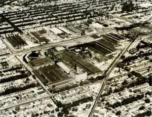 This aerial photograph of Franklin Heights taken in the 1960s shows the A. O. Smith Corporation site in the foreground, surrounded by residences.