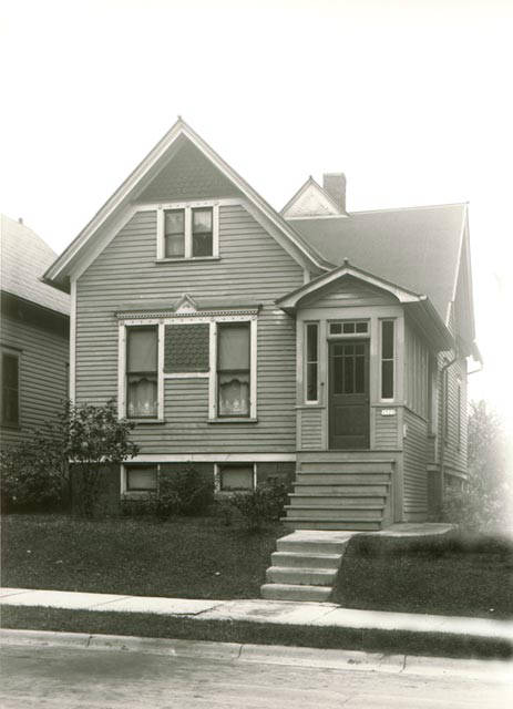 <table class=&quot;lightbox&quot;><tr><td colspan=2 class=&quot;lightbox-title&quot;>Steven Malec House</td></tr><tr><td colspan=2 class=&quot;lightbox-caption&quot;>Photograph of a Polish flat taken from the street in 1935. This house was built in 1900. </td></tr><tr><td colspan=2 class=&quot;lightbox-spacer&quot;></td></tr><tr class=&quot;lightbox-detail&quot;><td class=&quot;cell-title&quot;>Source: </td><td class=&quot;cell-value&quot;>From the Roman B. Kwaniewski Photographs Collection, Archives. University of Wisconsin-Milwaukee Libraries. </td></tr><tr class=&quot;filler-row&quot;><td colspan=2>&nbsp;</td></tr></table>