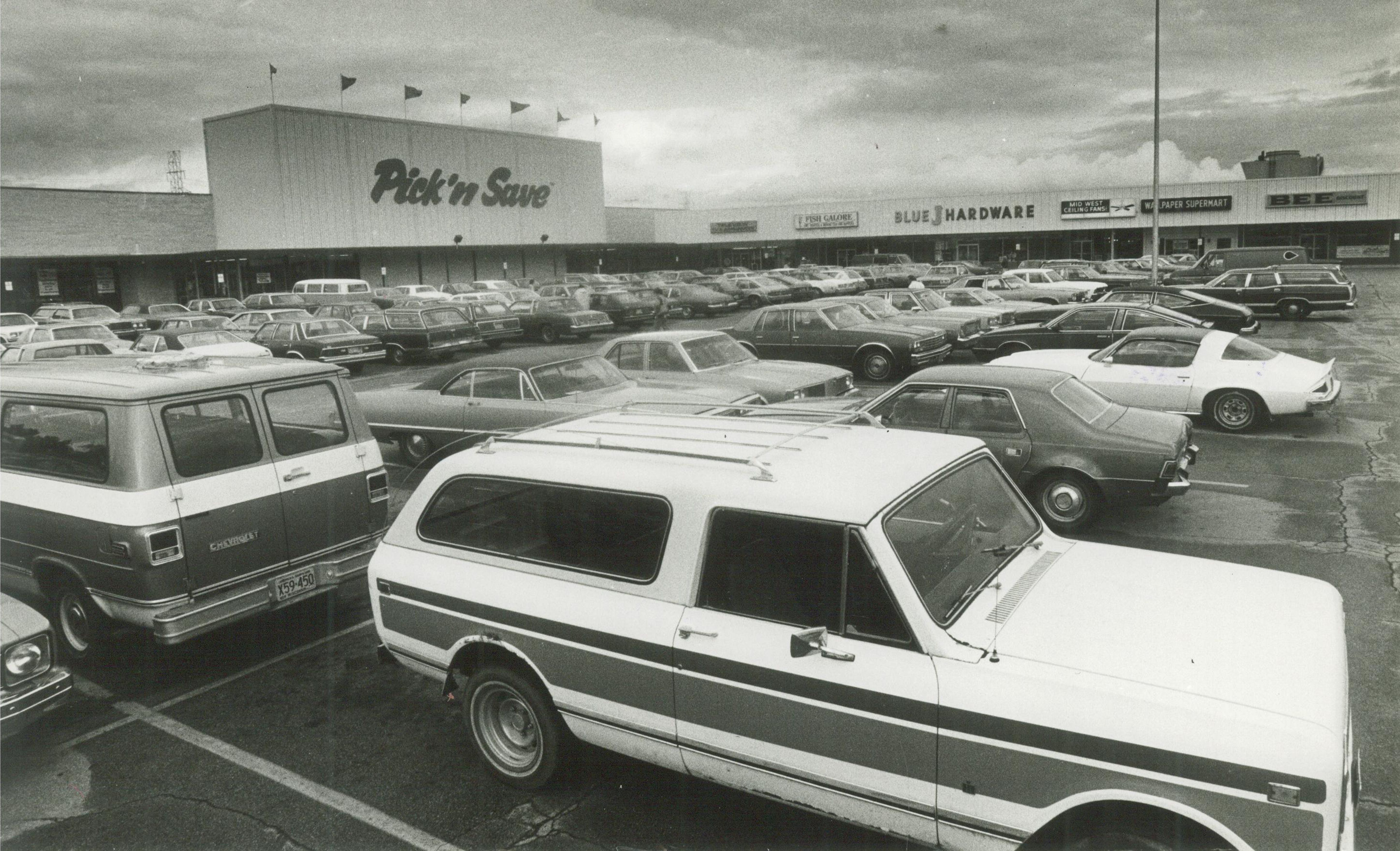 <table class=&quot;lightbox&quot;><tr><td colspan=2 class=&quot;lightbox-title&quot;>Greenfield_01</td></tr><tr><td colspan=2 class=&quot;lightbox-caption&quot;>Lacking any major industrial sites, Greenfield does host several larger shopping facilities, like the Spring Mall, pictured here in 1982.</td></tr><tr><td colspan=2 class=&quot;lightbox-spacer&quot;></td></tr><tr class=&quot;lightbox-detail&quot;><td class=&quot;cell-title&quot;>Source: </td><td class=&quot;cell-value&quot;>From the Historic Photo Collection of the Milwaukee Public Library. Reprinted with permission.<br /><a href=&quot;http://content.mpl.org/cdm/singleitem/collection/HstoricPho/id/3767/rec/1&quot; target=&quot;_blank&quot;>Milwaukee Public Library</a></td></tr><tr class=&quot;filler-row&quot;><td colspan=2>&nbsp;</td></tr></table>