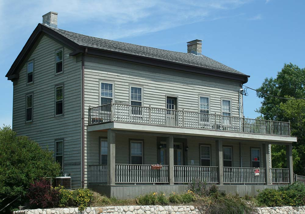 Built in 1848 by William Payne, one of Saukville's first residents, the Payne Hotel still stands near Saukville's downtown area and Triangle Park.