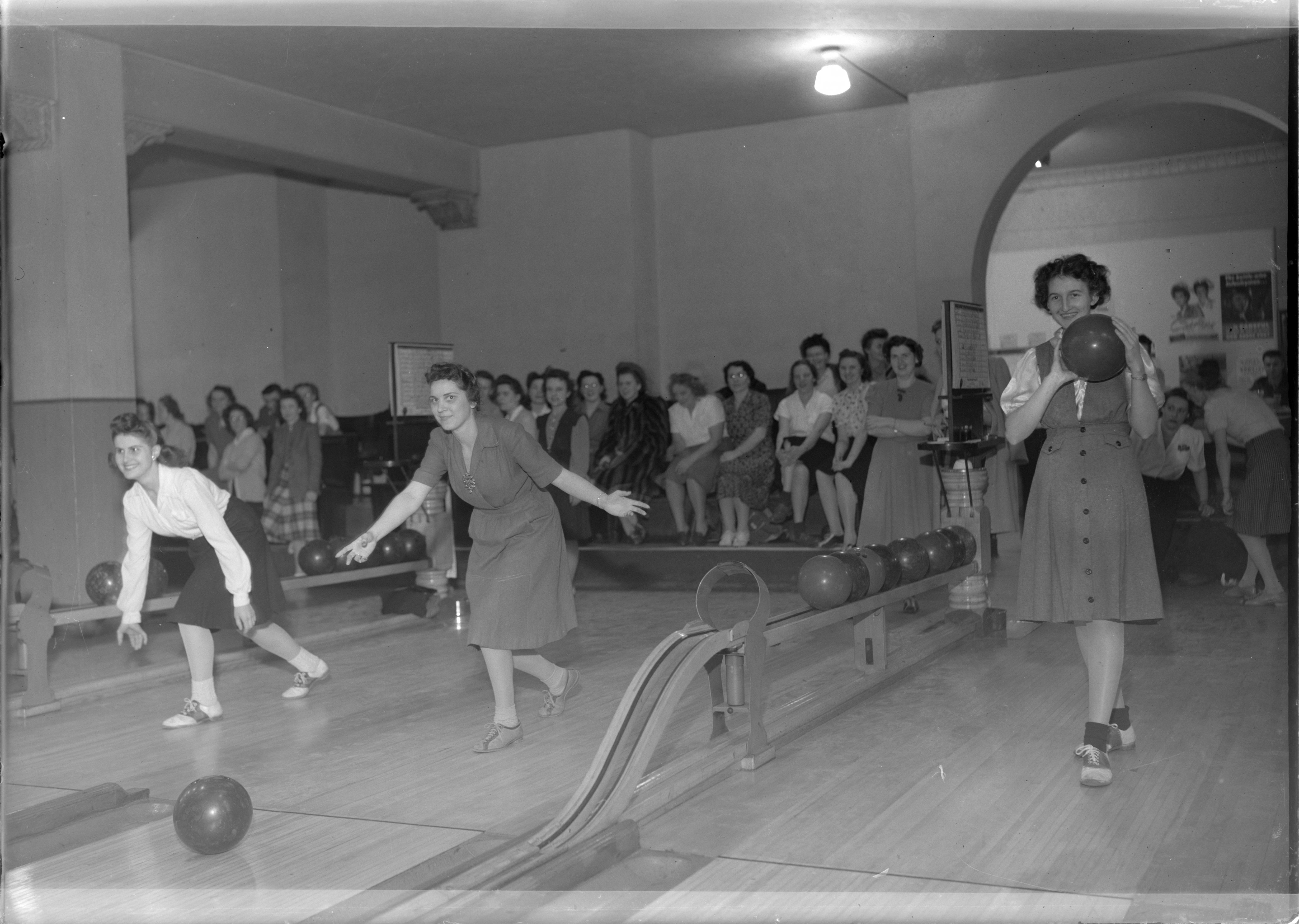 <table class=&quot;lightbox&quot;><tr><td colspan=2 class=&quot;lightbox-title&quot;>Bowling in Milwaukee</td></tr><tr><td colspan=2 class=&quot;lightbox-caption&quot;>Bowling became an incredibly popular form of indoor recreation in the 1920s and continues to be so today. These women are bowling in the 1946 Milwaukee Journal's championship tournament. </td></tr><tr><td colspan=2 class=&quot;lightbox-spacer&quot;></td></tr><tr class=&quot;lightbox-detail&quot;><td class=&quot;cell-title&quot;>Source: </td><td class=&quot;cell-value&quot;>From the Roman B. Kwaniewski Photographs Collection, Archives. University of Wisconsin-Milwaukee Libraries. <br /><a href=&quot;https://collections.lib.uwm.edu/digital/collection/mke-polonia/id/31829/rec/47&quot; target=&quot;_blank&quot;>University of Wisconsin-Milwaukee Libraries</a></td></tr><tr class=&quot;filler-row&quot;><td colspan=2>&nbsp;</td></tr></table>