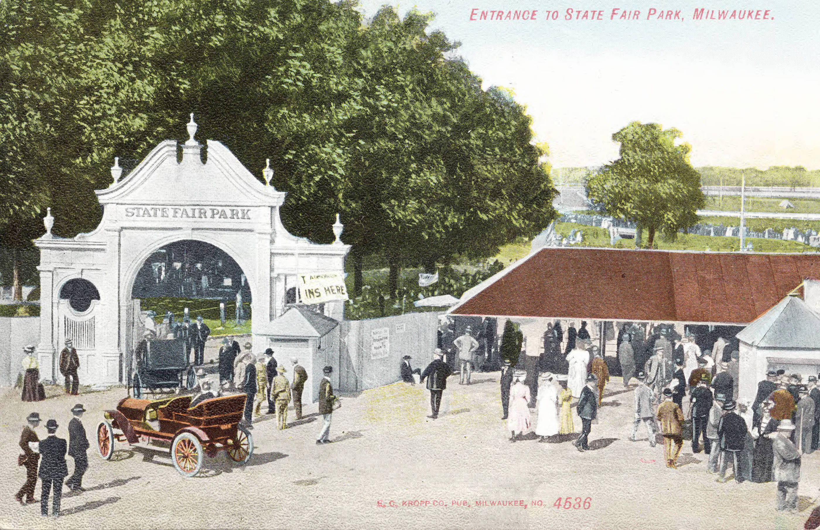 Visitors enter State Fair Park in West Allis in the early 20th century.