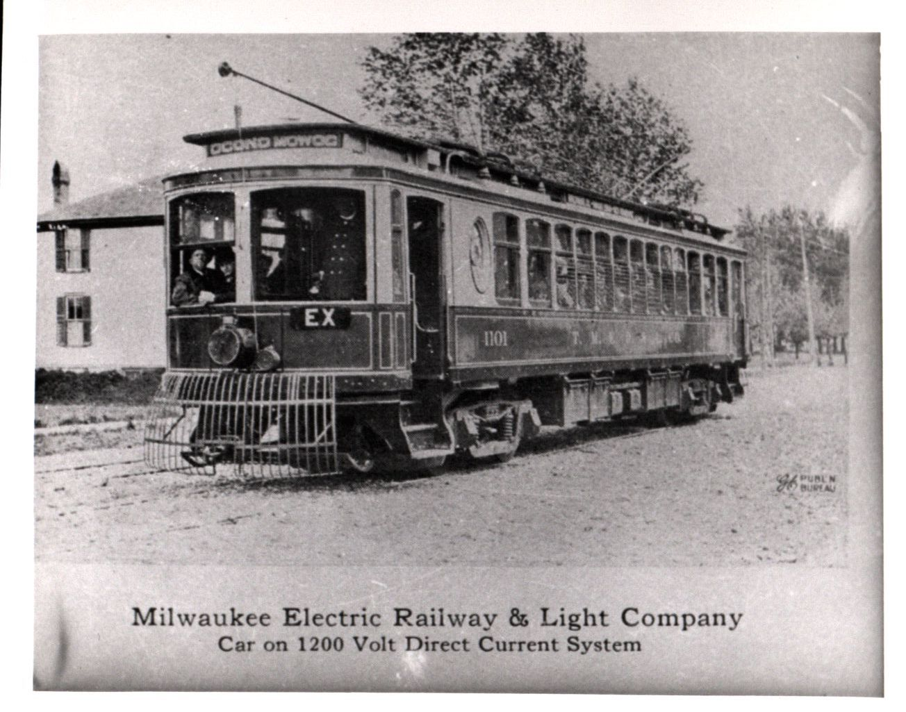 The Milwaukee Electric Railway and Light Company expanded its interurban transit lines west toward Oconomowoc in 1907.