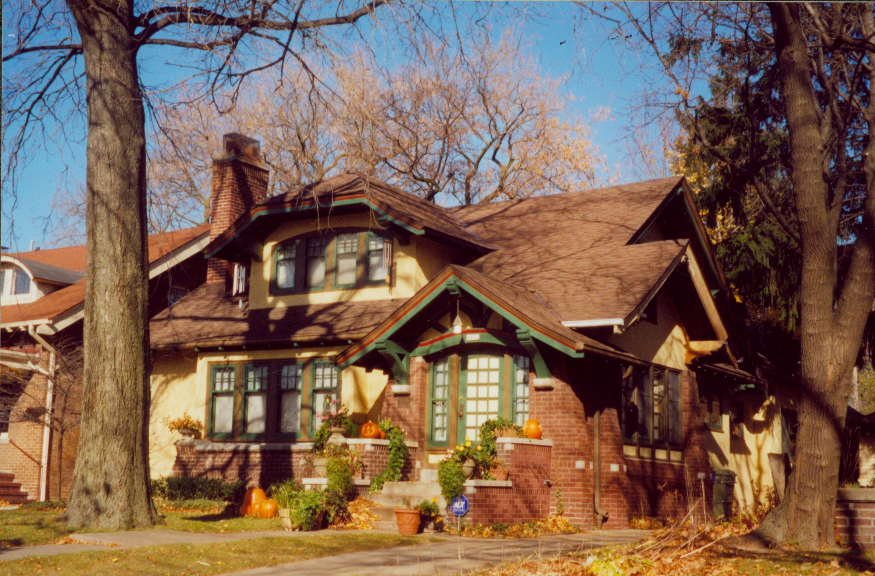 Many of the homes along W. Washington Boulevard form a nationally recognized historic district. This 1919 Craftsman bungalow is an example of the neighborhood's popular architectural style.