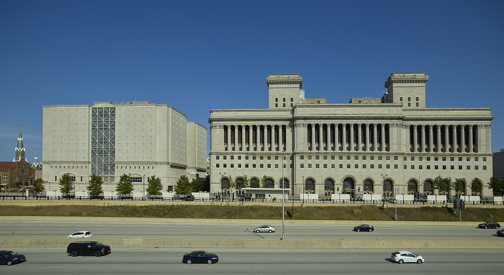 The current Milwaukee County Courthouse was completed in 1931. To the left of the courthouse is a large complex that houses the Milwaukee County Jail, as well as the county Safety Building.