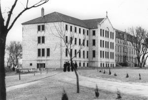 The first Sacred Heart School of Theology was constructed in 1932 across the street from the school's current campus.