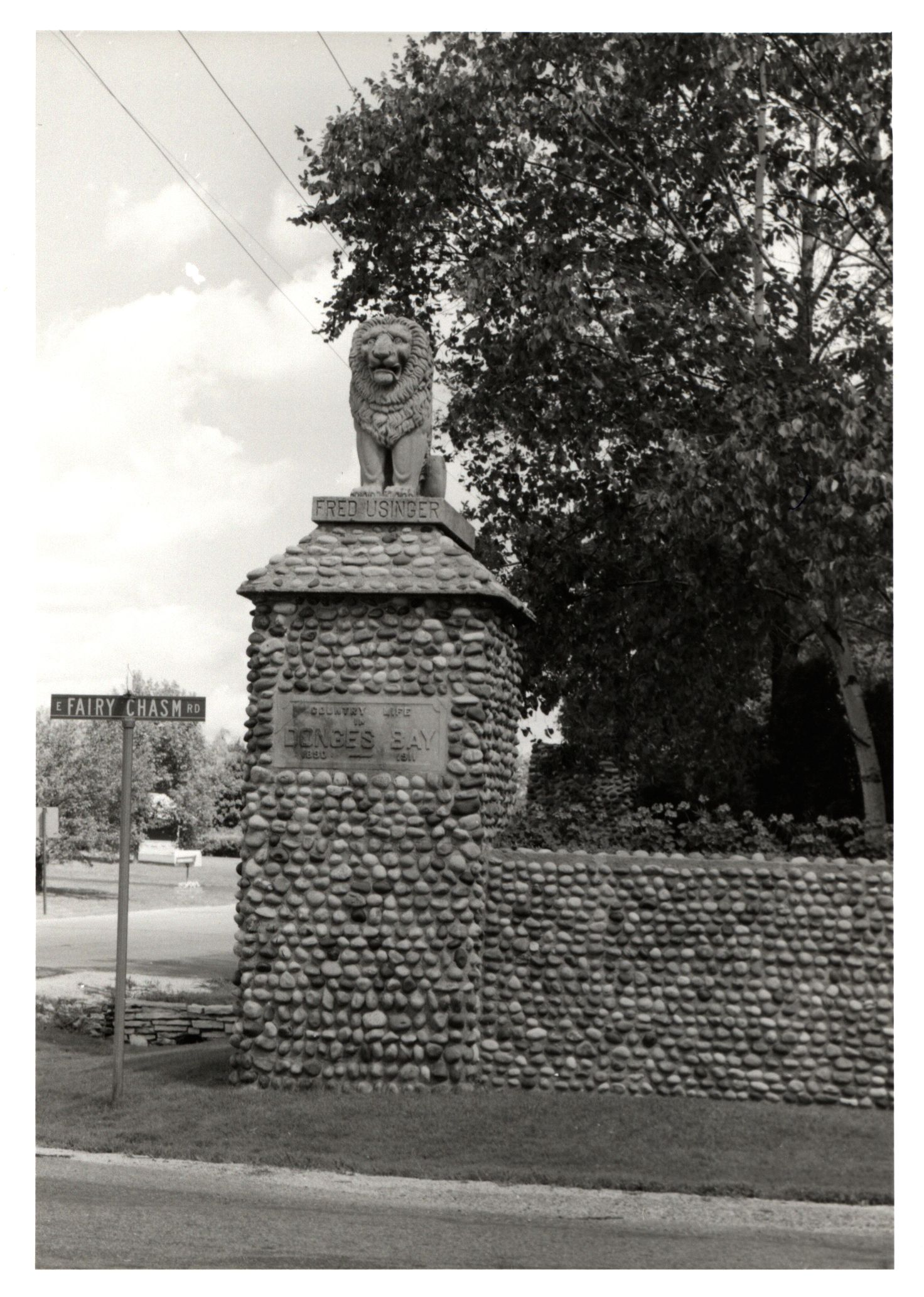 Located at the intersection of Lake Drive and Fairy Chasm Road, Bayside's iconic Lion Gate was built in 1911 by Frederick Usinger and Jacob Donges. The men used the gate to mark the entrance to their estates that were then part of South Fairy Chasm.