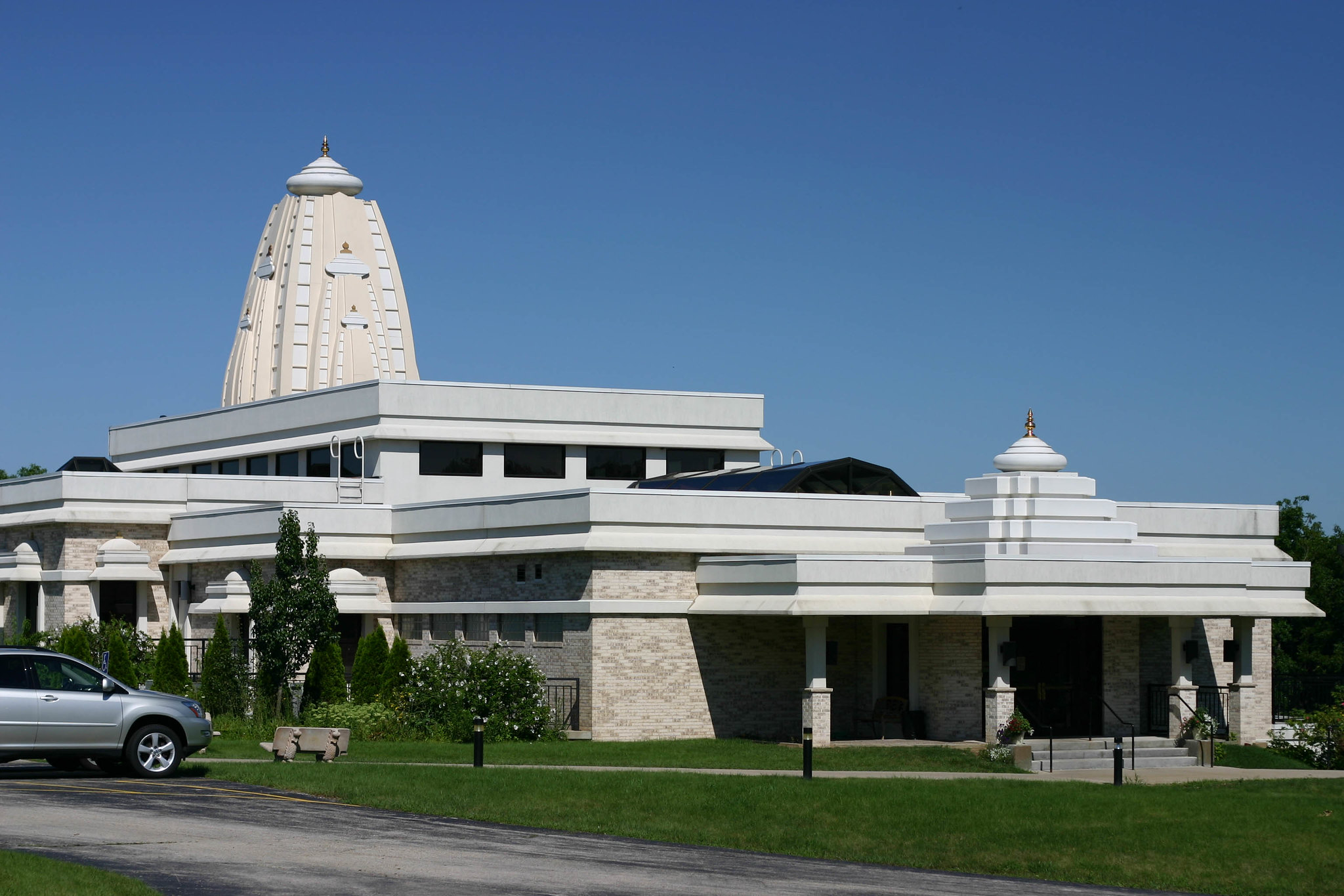 The Hindu Temple of Wisconsin in Pewaukee opened in 2000. Members of the local Jain community also partnered with Hindu community members to construct a Jain Temple that is integrated into the structure.